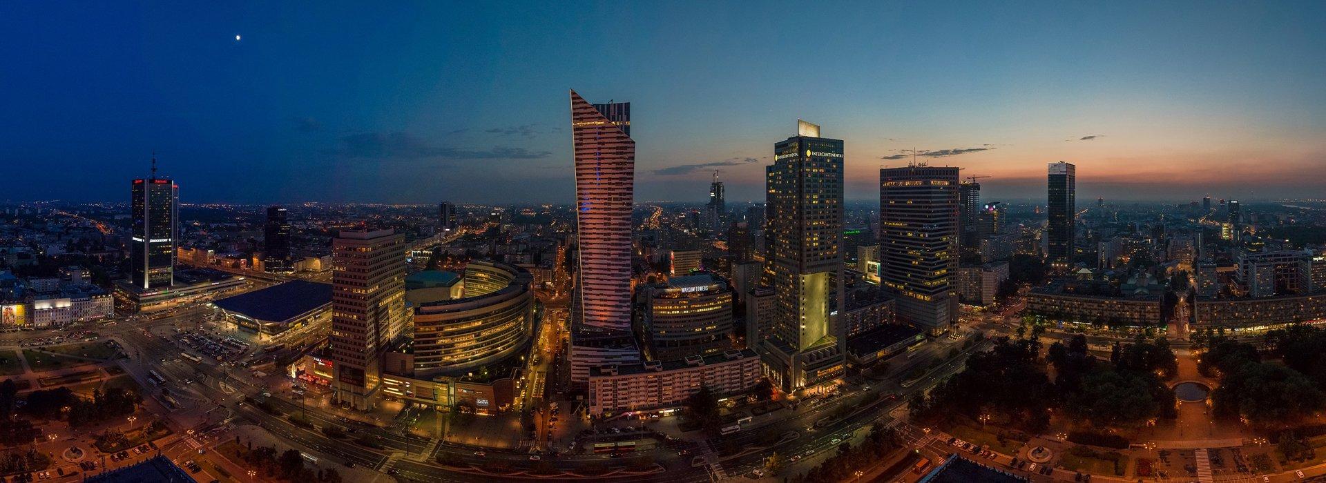 Magnificent night panoramas of Warsaw's city center